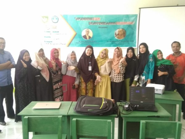 Workshop Implementasi STEM dalam Pembelajaran Matematika SMP di Kota Tual